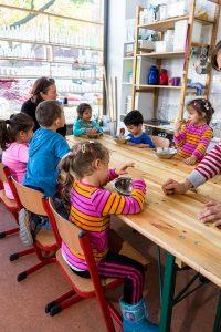 Foto: Kita-Kinder lernen etwas über Elektrizität