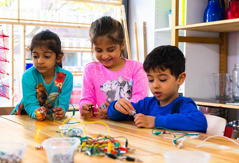 Foto: Kinder erforschen Elektrizität